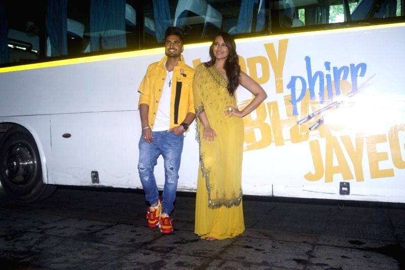 """Singer Jassi Gil and actress Sonakshi Sinha at the trailer launch of  upcoming film """"Happy Phirr Bhag Jayegi""""  in Mumbai on July 25, 2018. - Sonakshi Sinha"""