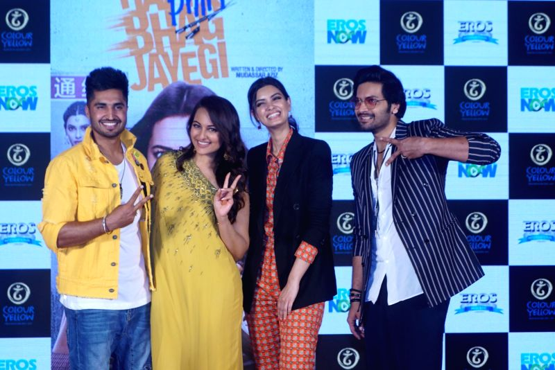 "Singer Jassi Gill, actors Sonakshi Sinha, Diana Penty and Ali Fazal at the trailer launch of their upcoming film ""Happy Phirr Bhag Jayegi""  in Mumbai on July 25, 2018. - Sonakshi Sinha, Diana Penty and Ali Fazal"