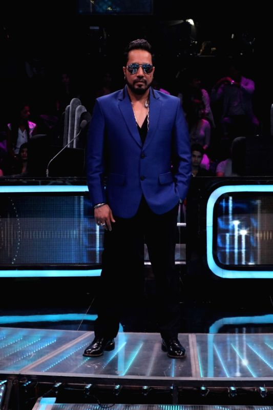 """Singer Mika Singh on the sets of reality television show """"Dance Deewane"""" in Mumbai on July 23, 2018. - Mika Singh"""