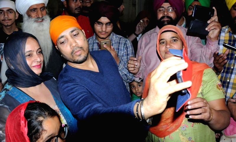 Singer Mika Singh pays obeisance at the Golden Temple in Amritsar, on Oct 28, 2015.