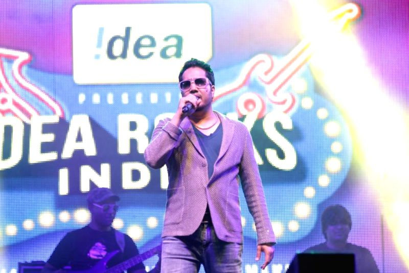 Singer Mika Singh performs during a concert in New Delhi on April 20, 2014.