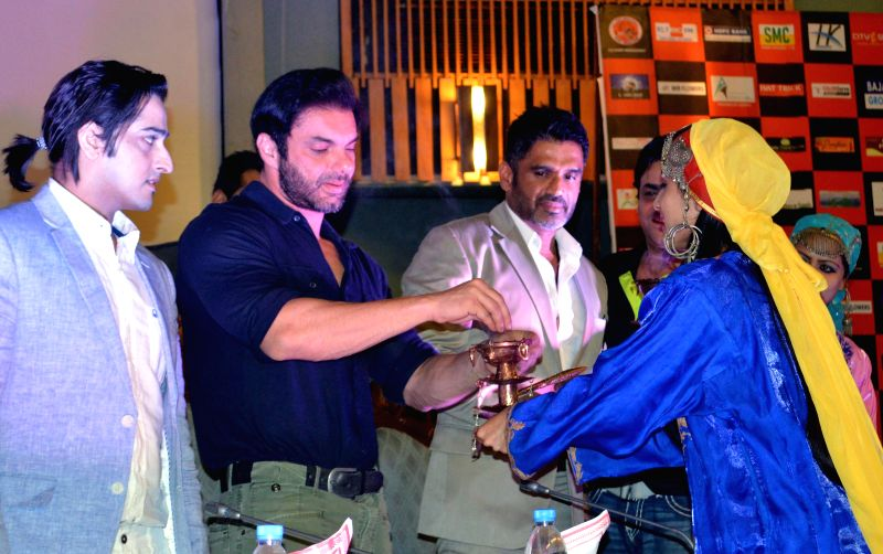 Singer Qazi Touqeer with actors Sohail Khan and Sunil Shetty during a programme in Srinagar on Aug 11, 2014.