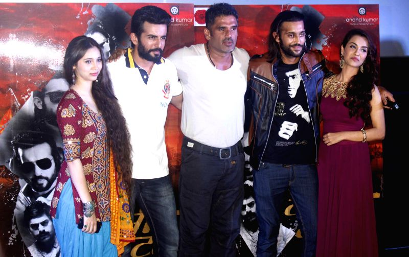 Singer Sasha Agha, actors Jay Bhanushali, Sunil Shetty, Akhil Kapur and singer Tia Bajpai during a programme organised to launch the trailer of upcoming film `Desi Kattey` in Mumbai. - Jay Bhanushali, Sunil Shetty, Akhil Kapur and Bajpai