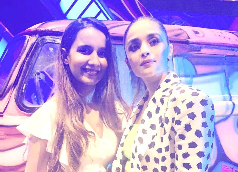 Singer Shreya Sharma with actress Alia Bhatt.