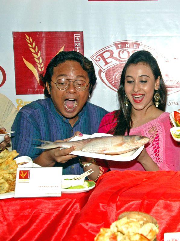 Singer Sidhu and actress Sayani Dutta at the launch of a Bengali restaurant in Kolkata on Sept 3, 2014. - Sayani Dutta