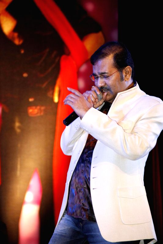 Singer Sudesh Bhonsle performs during `Pachattare Pancham- Yaadon Ki Baraat`a musical event organised on the 75th birth anniversary of the legendary music composer R.D.Burman by Melody Chime- The ...