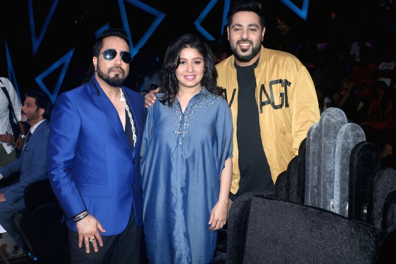 """Singers Mika Singh, Sunidhi Chauhan and rapper Badshah on the sets of reality television show """"Dance Deewane"""" in Mumbai on July 23, 2018. - Mika Singh and Sunidhi Chauhan"""