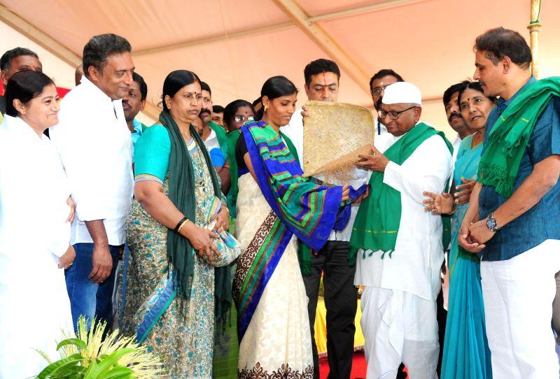 Social activist Anna Hazare, Farmers Association President Kodihalli Chandrashekhar and Prakash Raj during the inauguration of the Farmers Conference organised by Karnataka Farmers ...