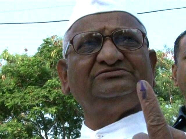 Social activist Anna Hazare showing his ink mark after casting his vote in his native Ralegan Siddhi village on April 17, 2014.