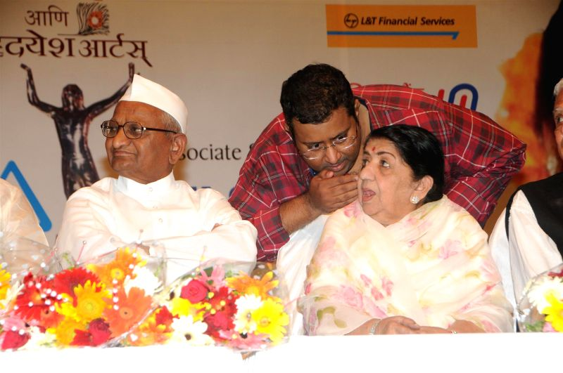 Social activist Anna Hazare with Bollywood singer Lata Mangeshkar during the 25th Master Dinanath Mangeshkar Puraskar in Mumbai on April 24, 2014.