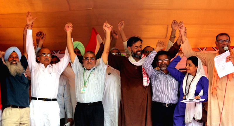 Social activists and Swaraj Samvad leaders Yogendra Yadav, Prashant Bhushan and others during a demonstration at Jantar Mantar on Aug 10, 2015. - Yogendra Yadav