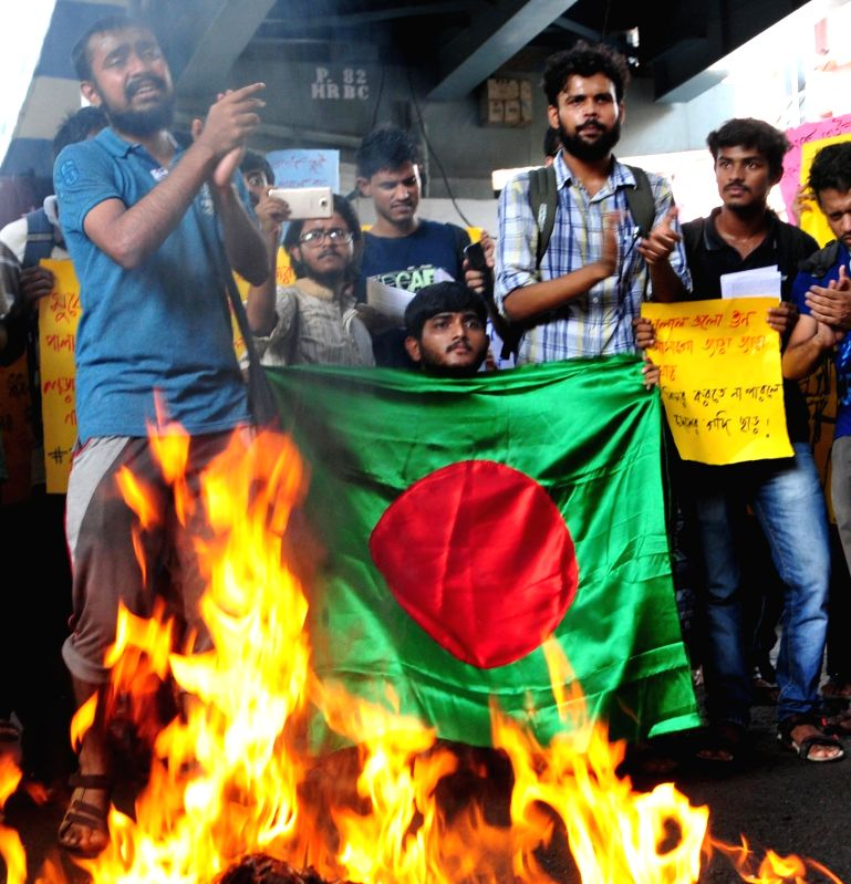 Social activists stage a protest against attack on Bangladeshi students in Dhaka, outside Bangladesh High Commission in Kolkata, on  Aug 6, 2018