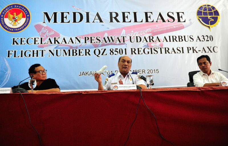 Soerjanto Tjahjono (C), head of Indonesia's National Transportation Safety Committee (KNKT), speaks during a press conference in Jakarta, Indonesia, Dec. 1, 2015. ...
