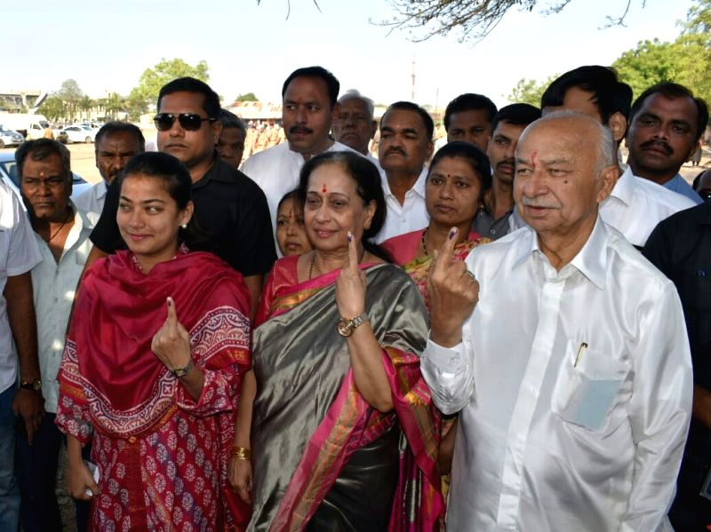 Solapur (Maharashtra): Former Union Minister and Congress' Lok Sabha candidate from Solapur, Sushilkumar Shinde and his family members show their inked fingers after casting their votes for the second phase of the 2019 Lok Sabha elections in Maharash
