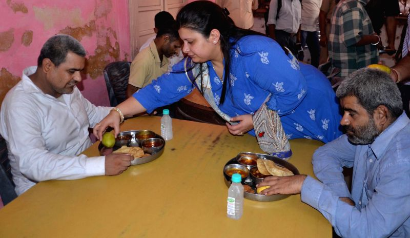 Sonali Jaitley daughter of Union Minister for Finance, Corporate Affairs and Defence Arun Jaitley celebrates her birthday with blinds at Institute For The Blind in Amritsar on June 27, 2014. - Arun Jaitley