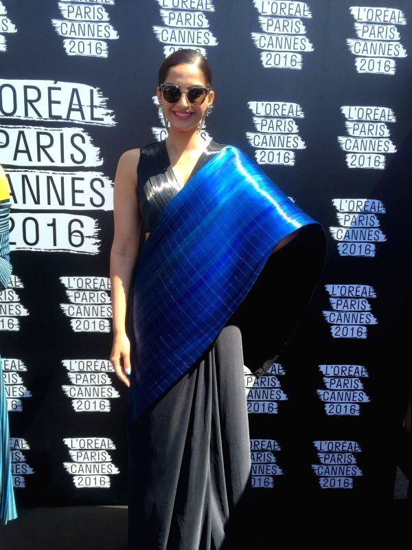 sonam kapoor in black and blue saree