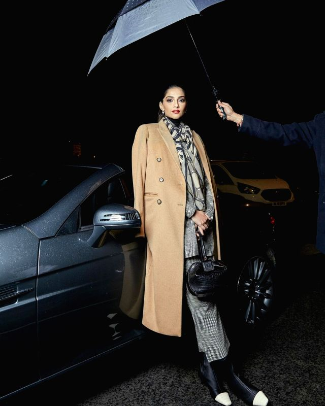 Sonam Kapoor's 'sorry' to Rihanna and the need to maintain safe distance(Photo:Instagram)