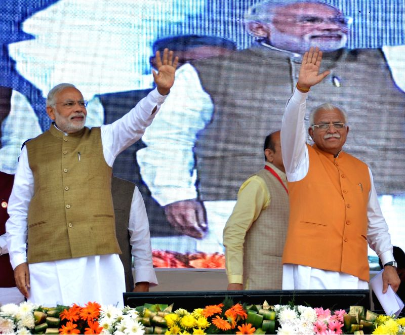 :Sonepat: Prime Minister Narendra Modi at the foundation stone laying ceremony of three National Highway Projects, at Sonepat, in Haryana on Nov. 5, 2015. Also seen Haryana Chief Minister Manohar ... - Narendra Modi