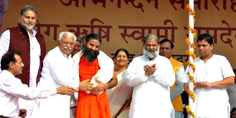Haryana Chief Minister Manohar Lal Khattar, Yoga Guru Ramdev, Haryana Food and Supplies Minister Ram Bilas Sharma and others during a programme in Haryana's Sonipat on April 21, 2015. - Manohar Lal Khattar and Bilas Sharma
