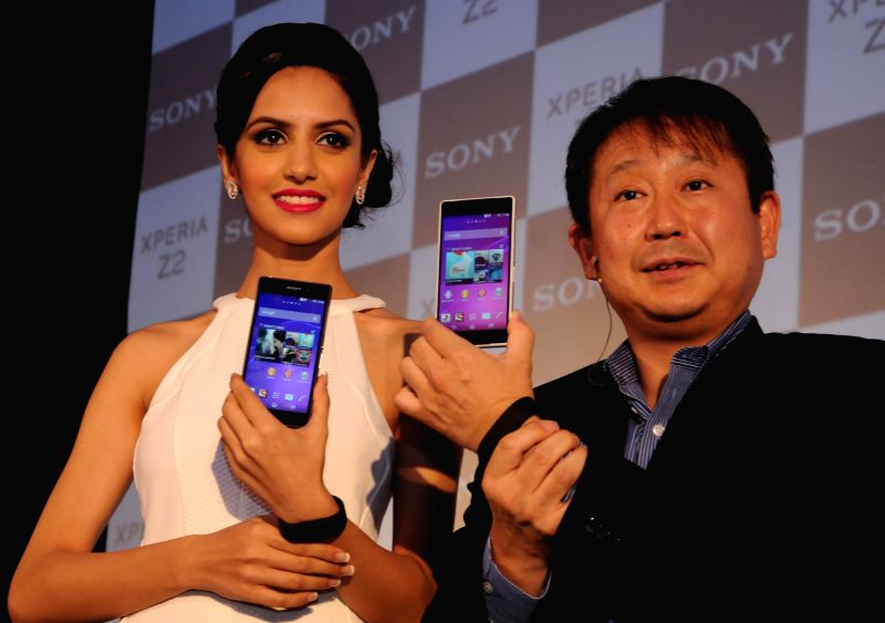 Sony India  Managing Directo r Kenichiro Hibi  with Femina Miss India World 2014 Koyal Rana  during launch of Sony 'Xperia Z2' Smartphone  in New Delhi on  May 8, 2014.