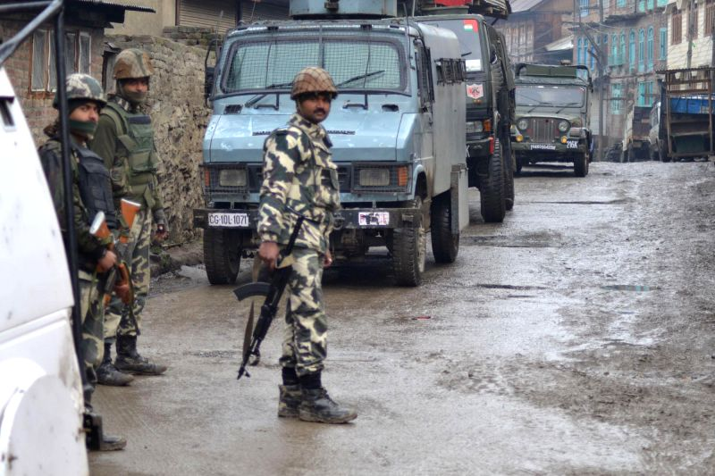 Soldiers during an encounter in Sopore of Jammu and Kashmir's Baramulla district on Jan 14, 2015.
