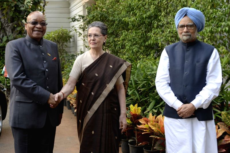 South African President Jacob Zuma meets former prime minister Manmohan Singh and Congress chief Sonia Gandhi in New Delhi, on Oct 29, 2015. - Manmohan Singh and Sonia Gandhi