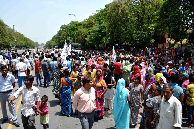 South Delhi residents demonstrate against water shortage outside Delhi Jal Board in Greater Kailash of New Delhi on May 12, 2014.