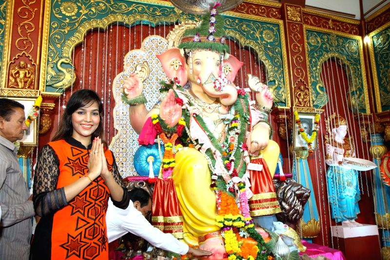 South Indian actor Tanisha Singh offer prayers at Andhericha Raja Ganesh Pandal in Mumbai, on Sep. 01, 2014. - Tanisha Singh