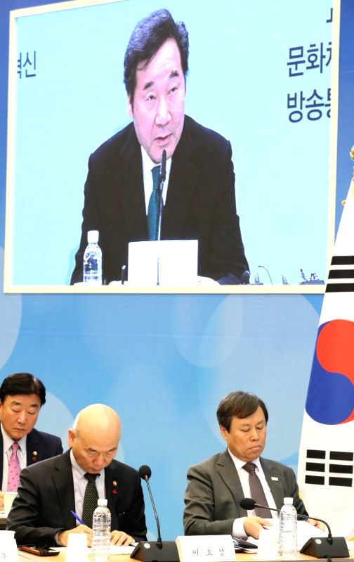 South Korea: Korea Communications Commission head Lee Hyo-seong (L) and Sports and Tourism Minister Do Jong-hwan attend a meeting at the government complex in the city of Sejong, central South Korea, ... - D