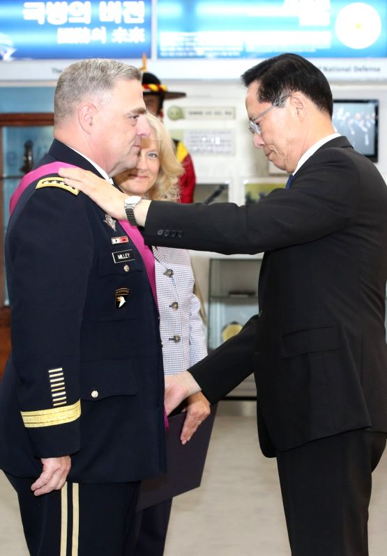 South Korean Defense Minister Song Young-moo (R) confers the Tongil Medal of the Order, the highest national security merit, on Gen. Mark Milley, U.S. Army chief of staff, during a ceremony at ... - Song Young