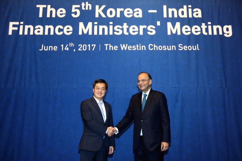 South Korean Finance Minister Kim Dong-yeon (L) and his visiting Indian counterpart Arun Jaitley pose at the 5th Korea-India Finance Ministers' Meeting at a Seoul hotel on June 14, 2017. - Kim Dong and Arun Jaitley
