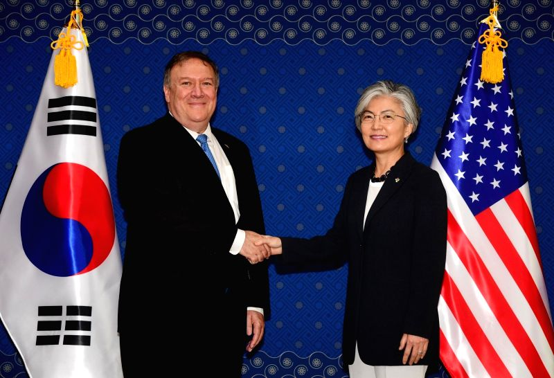 South Korean Foreign Minister Kang Kyung-hwa (R) shakes hands with U.S. Secretary of State Mike Pompeo during their meeting at the ministry building in Seoul on June 14, 2018. - Kang Kyung