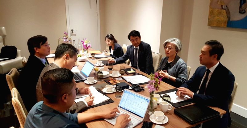 South Korean Foreign Minister Kang Kyung-wha (2nd from R) meets South Korean correspondents in London on July 18, 2018. During the press meeting, Kang did not rule out the possibility of a ... - Kang Kyung