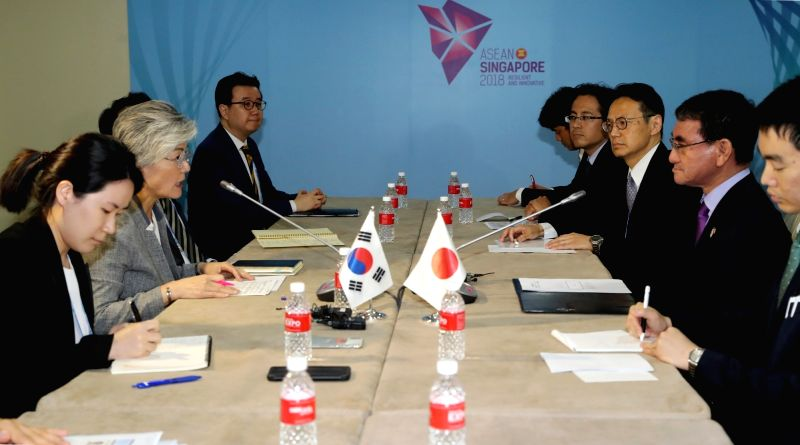 South Korean Foreign Minister Kang Kyung-wha (2nd from L) holds a meeting with her Japanese counterpart Taro Kono (2nd from R) in Singapore on Aug. 2, 2018. - Kang Kyung