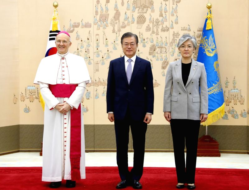 South Korean President Moon Jae-in (C) poses for a photo with new Vatican Ambassador to South Korea Alfred Xuereb (L) after receiving his credentials at the presidential office Cheong Wa Dae ... - Kang Kyung