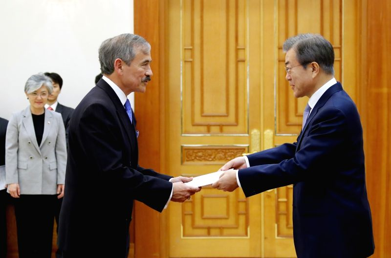 South Korean President Moon Jae-in (R) receives credentials from new U.S. Ambassador to South Korea Harry Harris at the presidential office Cheong Wa Dae in Seoul on July 25, 2018.