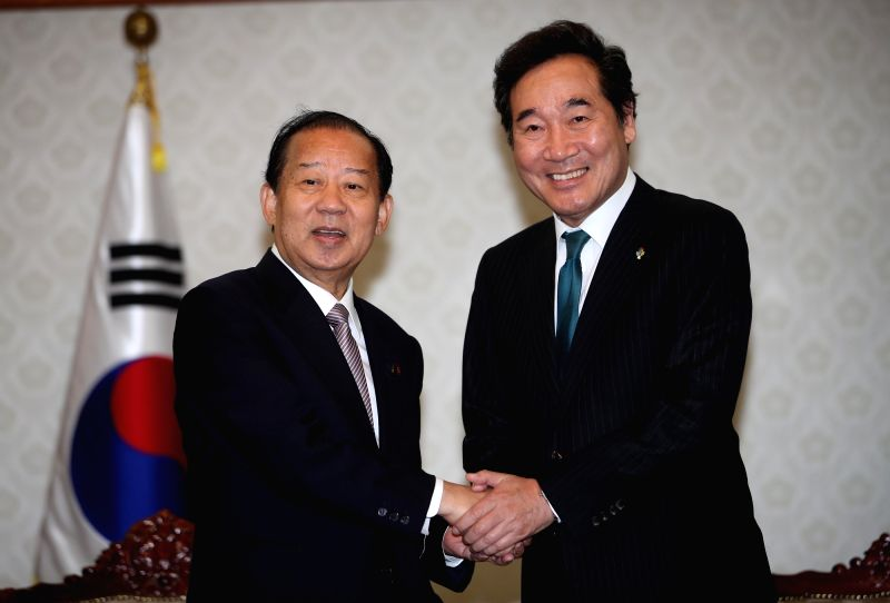 South Korean Prime Minister Lee Nak-yeon (R) poses with Japanese Prime Minister Shinzo Abe's special envoy Toshihiro Nikai, secretary-general of Japan's ruling Liberal Democratic Party, during a ... - Lee Nak