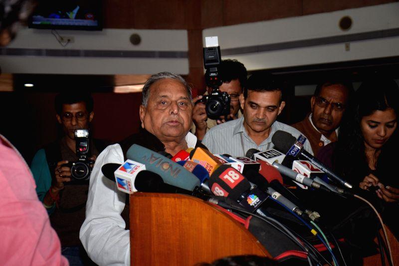 SP chief Mulayam Singh Yadav addresses a press conference in New Delhi, on Nov 25, 2015.