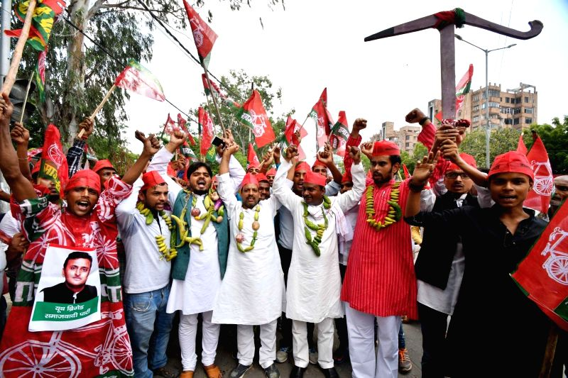SP workers participate in Kisan Aakrosh march to press for their various demands, in Patna on Aug 9, 2018.