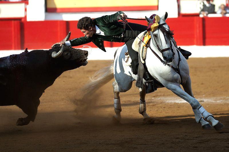 Spanish mounted bullfighter Leonardo Hernandez fights against his first bull during the first bullfight of the Santiago Fair at Cuatro Caminos bullring in Santander, 19 July 2015. ...