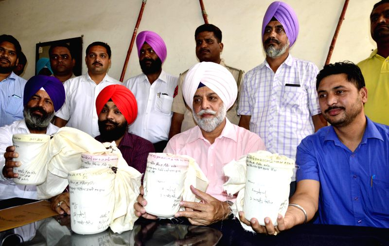 Special Operation Cell officials show 5 kg of heroin worth Rs. 25 crores in international market which was recovered from a smuggler during a press conference in Amritsar on July 8, 2014.