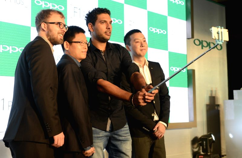 Sports Ambassador of OPPO cricketer Yuvraj Singh with OPPO Product Expert Marton Bracza (L) and MD International Mobile Business and President OPPO India Sky Li (R)  during a press ... - Yuvraj Singh