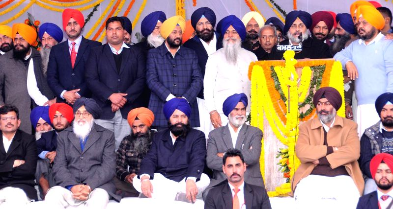 Sri Muktsar Sahib: Punjab Deputy Chief Minister Sukhbir Singh Badal addresses  during a Shiromani Akali Dal conference in Sri Muktsar Sahib of Punjab on Jan 14, 2015. Also seen Punjab Chief Minister . - Sukhbir Singh Badal and Parkash Singh Badal