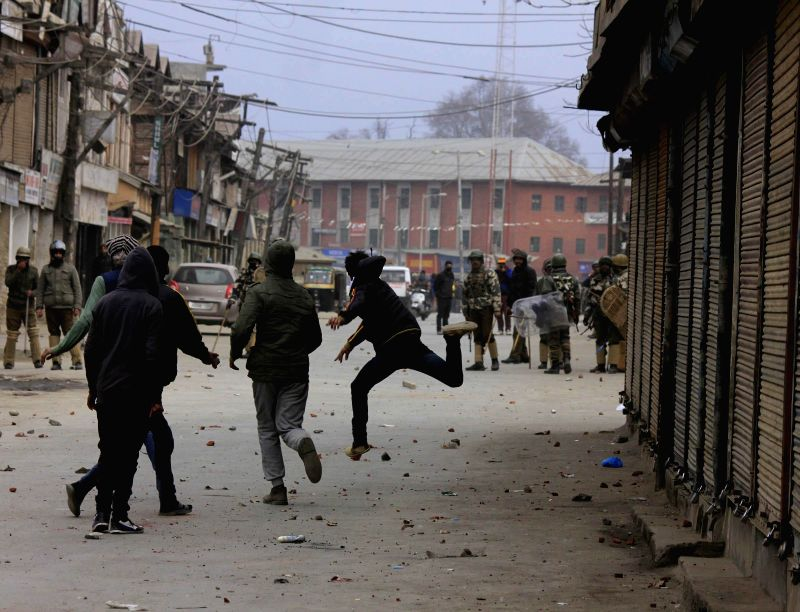 Alleged JKLF workers pelt stones on security forces in Srinagar on Jan 21, 2015.