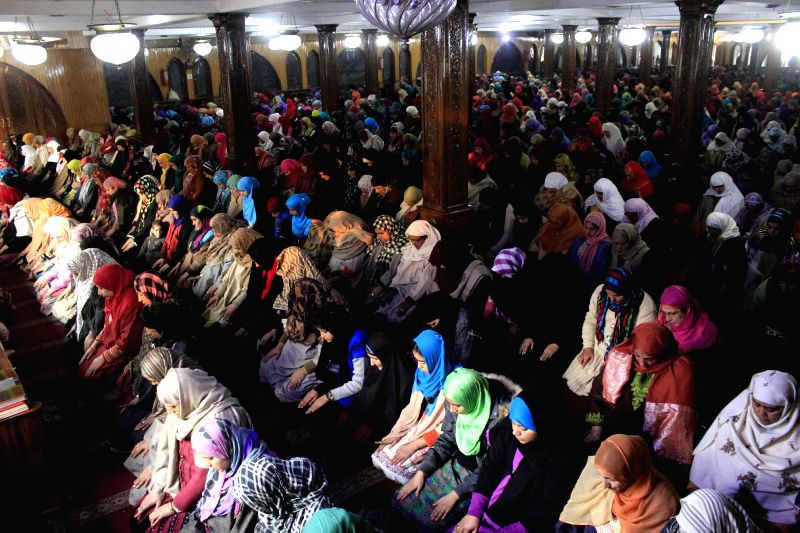 Devotees throng the shrine of Hazrat Sultan-ul-Arifeen, Sheikh Hamzah Makhdoomi Sahib Kashmiri (RA) on his annual urs in Srinagar, on Dec 17, 2014.
