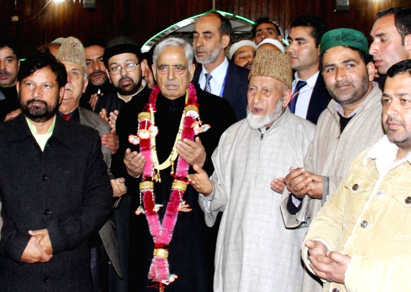 Jammu and Kashmir Chief Minister Mufti Mohammad Sayeed pays obeisance at the Hazratbal Shrine in Srinagar on April 1, 2015. - Mufti Mohammad Sayeed