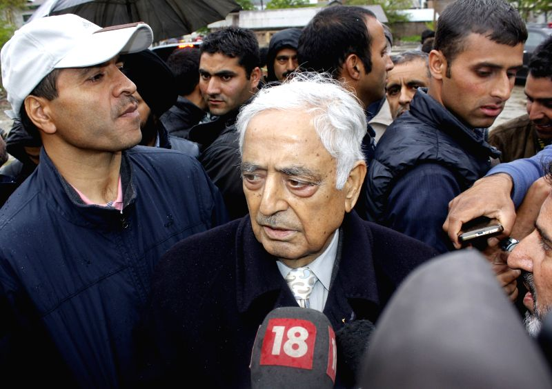 Jammu and Kashmir Chief Minister Mufti Mohammad Sayeed during his visit to Lalchowk of Srinagar on April 27, 2015. - Mufti Mohammad Sayeed
