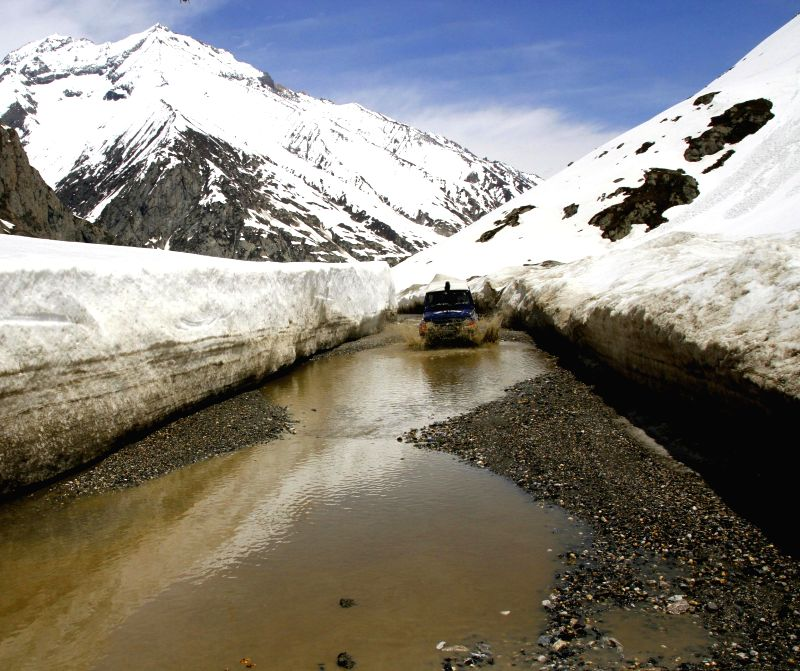 Srinagar-Ladakh highway opened for vehicular traffic in Jammu and Kashmir on May 17, 2014.