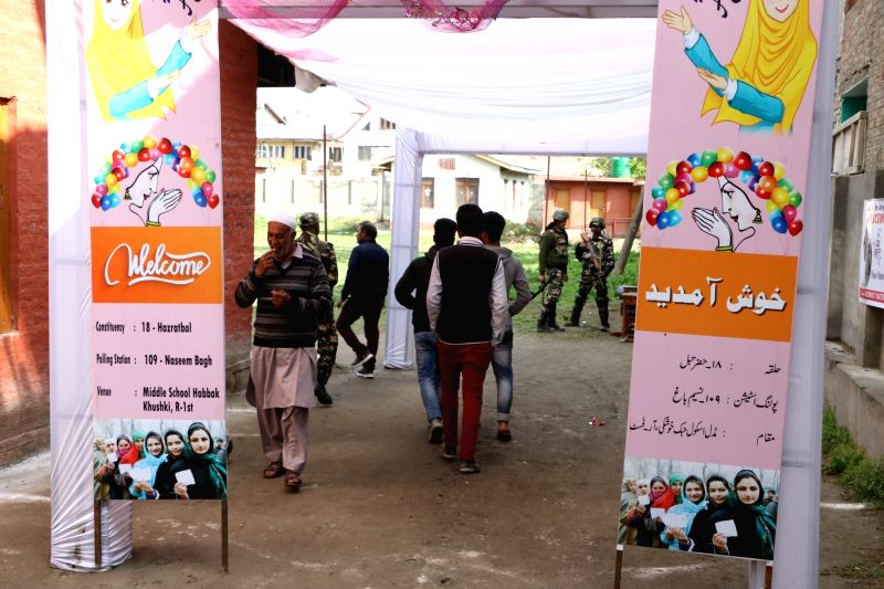 Srinagar: People arrive to cast their votes for the second phase of 2019 Lok Sabha elections at the Naseem Bagh polling station in Srinagar, on April 18, 2019.  Attachments area