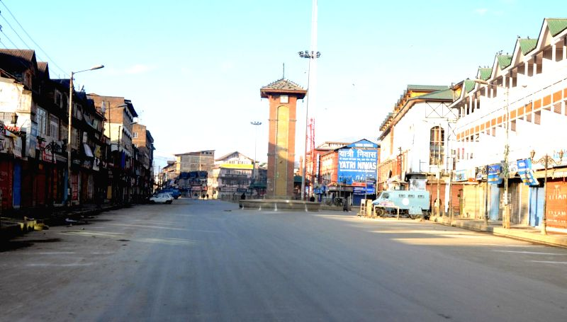 Srinagar wears a deserted look as separatists call for a valley-wide shutdown on Republic day on Jan 26, 2015.